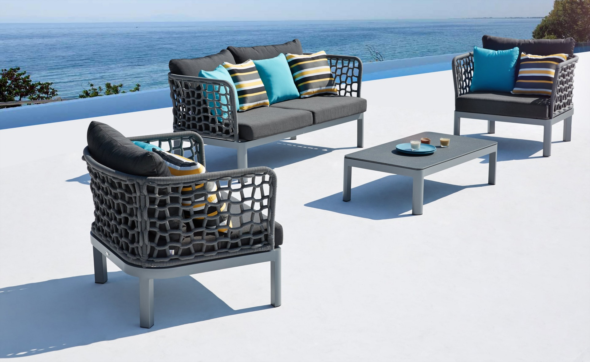 spring welcomes in bloom outdoor lounge furniture. Black Bedroom Furniture Sets. Home Design Ideas