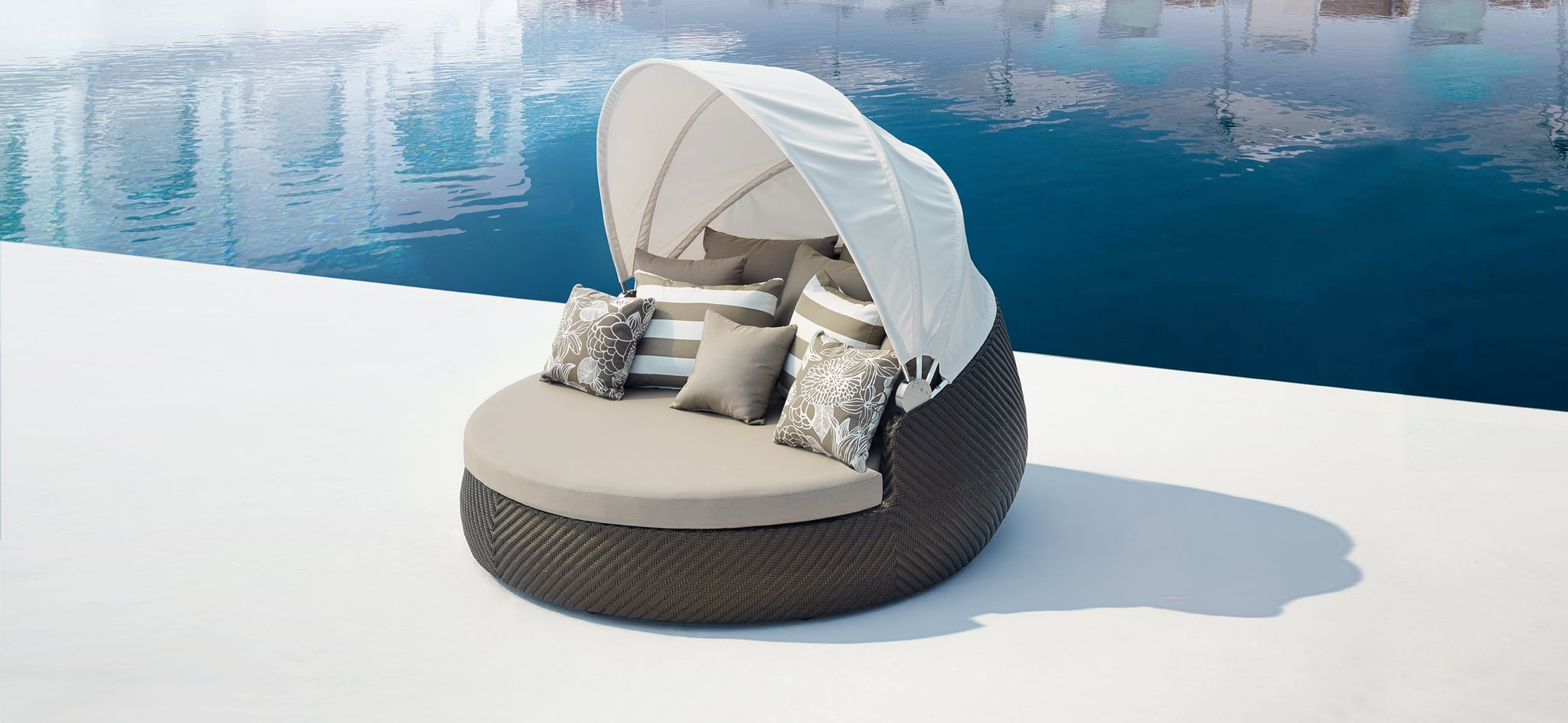 Outdoor Rotating Bronze Daybed