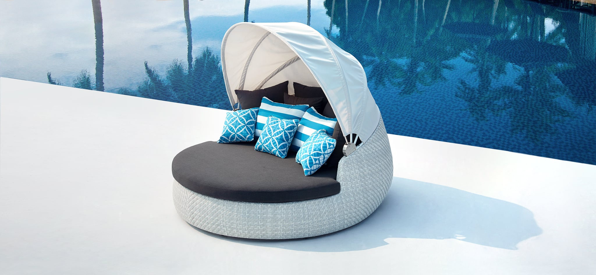 Rotating White Outdoor Daybed