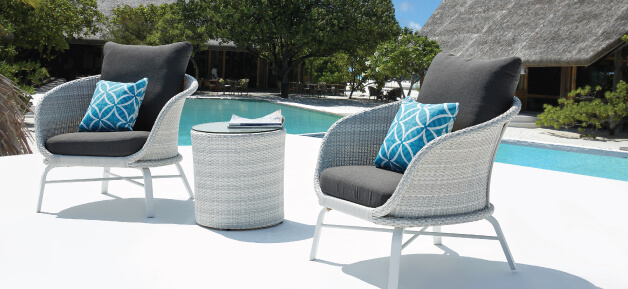 White Outdoor Lounge Chairs