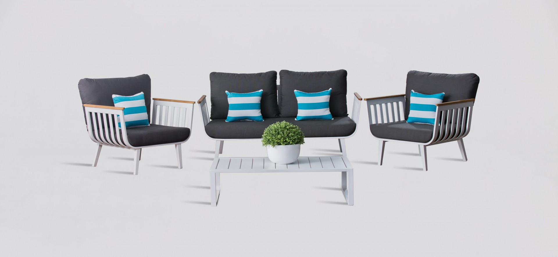 White Four Seat Outdoor Lounge Set - Sweden
